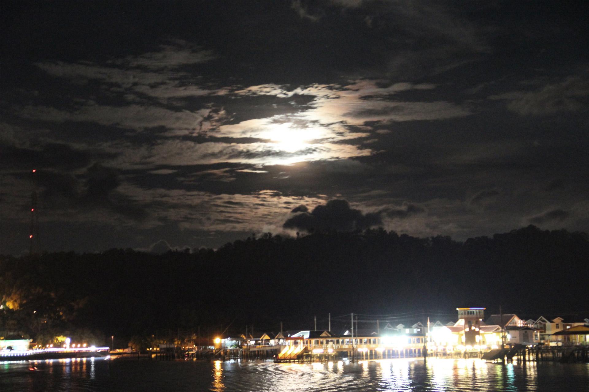 1654 - Brunei - Night Experiences